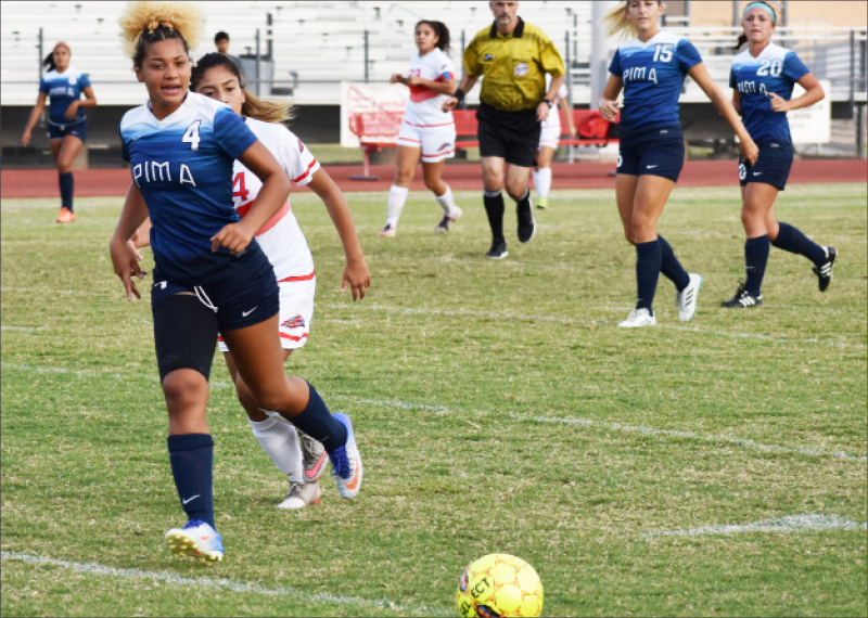 pima-&-mcc-womens-soccoer-player